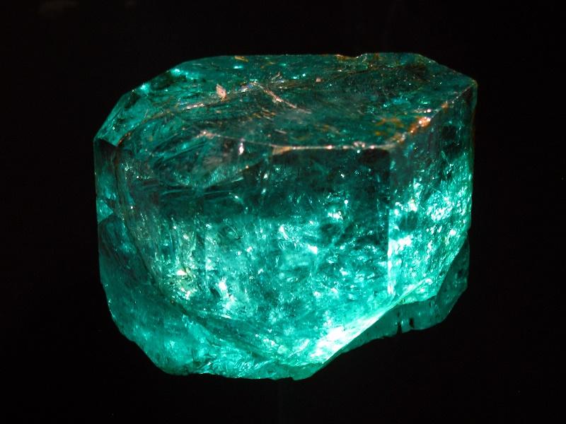 Camera Da Letto Verde Smeraldo : Smeraldo proprietà benefici e utilizzi in cristalloterapia