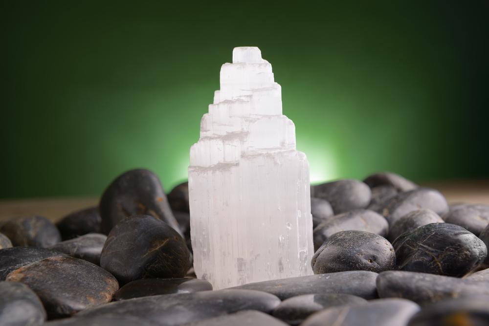 Lampada Cristallo Di Rocca Proprietà : Selenite proprietà benefici e utilizzi alchimia delle pietre